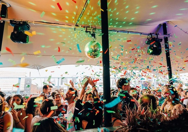 Squeezing the last out of summer this Wednesday.  Here's a little inspiration for  partying this weekend care of our friends @powbrixton. #tentparty #stretchtents #stretchtent #transformingspaces #stretchtentspecialists #bespoke #madetomeasure #rooftopparty