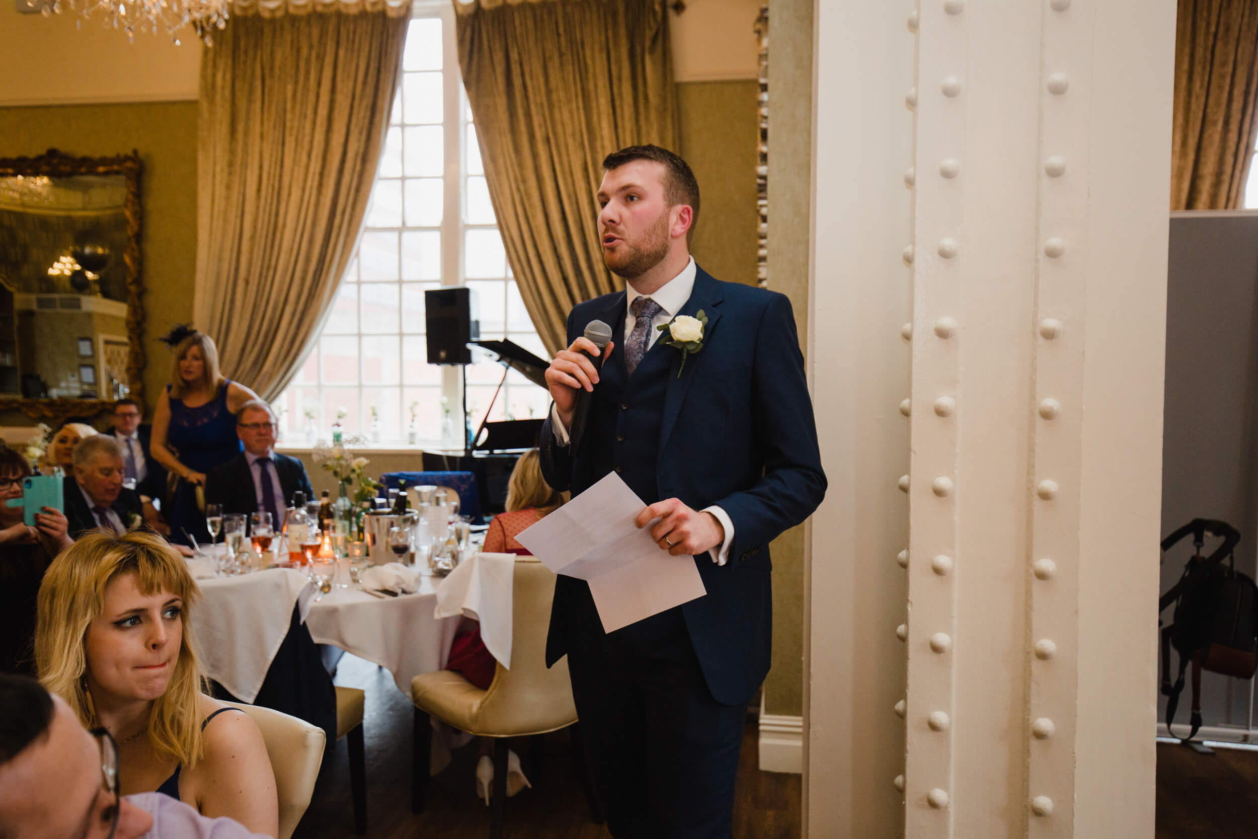 best man makes a speech on the top table