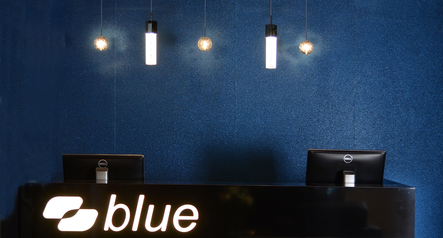 blue_salon_desk_2.jpg