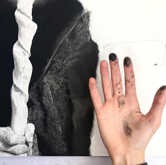 """As a formerly """"graphite only"""" gal, the transition to incorporating charcoal, carbon, and pastel has been a messy (very messy) and interesting one! I used to be petrified of getting covered in charcoal and now I just embrace the mess as it comes while being sure to keep my graphite clean. I felt as though I wasn't getting the results I wanted with only graphite, I couldn't achiever those darker values without a very distracting shine I couldn't stand anymore. Learning something new has certainly made drawing a lot more fun and experimental for me!. . #hyperrealism #hyperrealistic #photorealism #hyperrealisticart #drawingmood #modernart #modernartist #mystaedtler #drawingsoftheday #graphitepencils #graphitedrawing #detaildrawing #artprocess #top_drawings_art #photorealisticart #photorealismart #duende_arts_help #artsrealism #artinsp #worldofpencils"""
