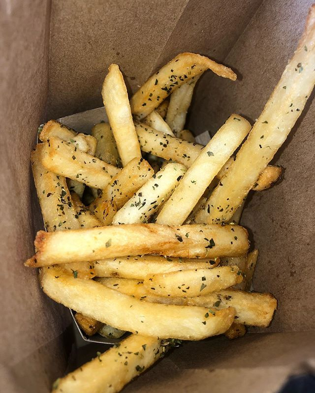 Our fresh fries seasoned with Salt & Oregano getting ready to be shipped out🤤
