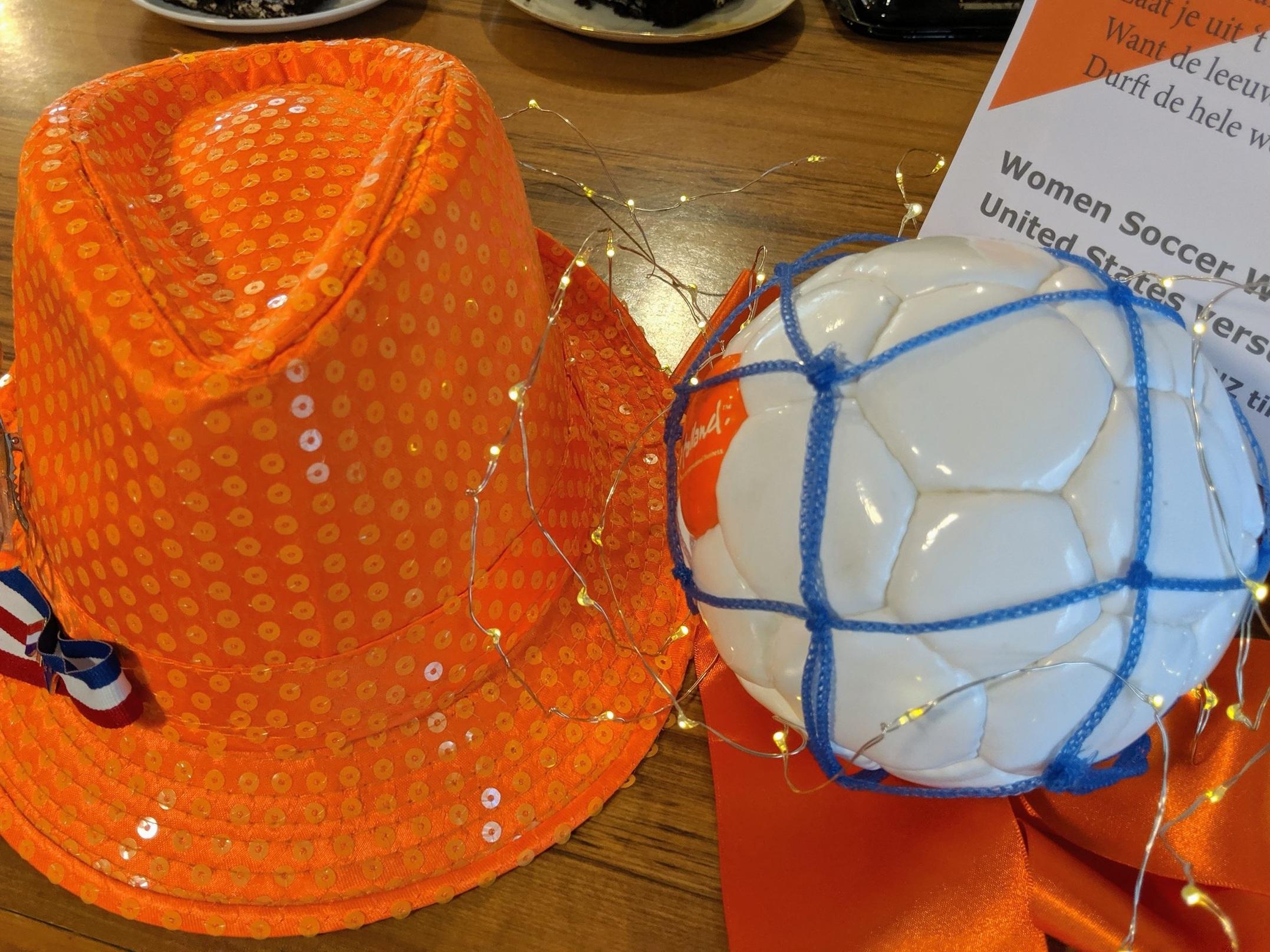 Orange-hat-soccer-bal.jpg