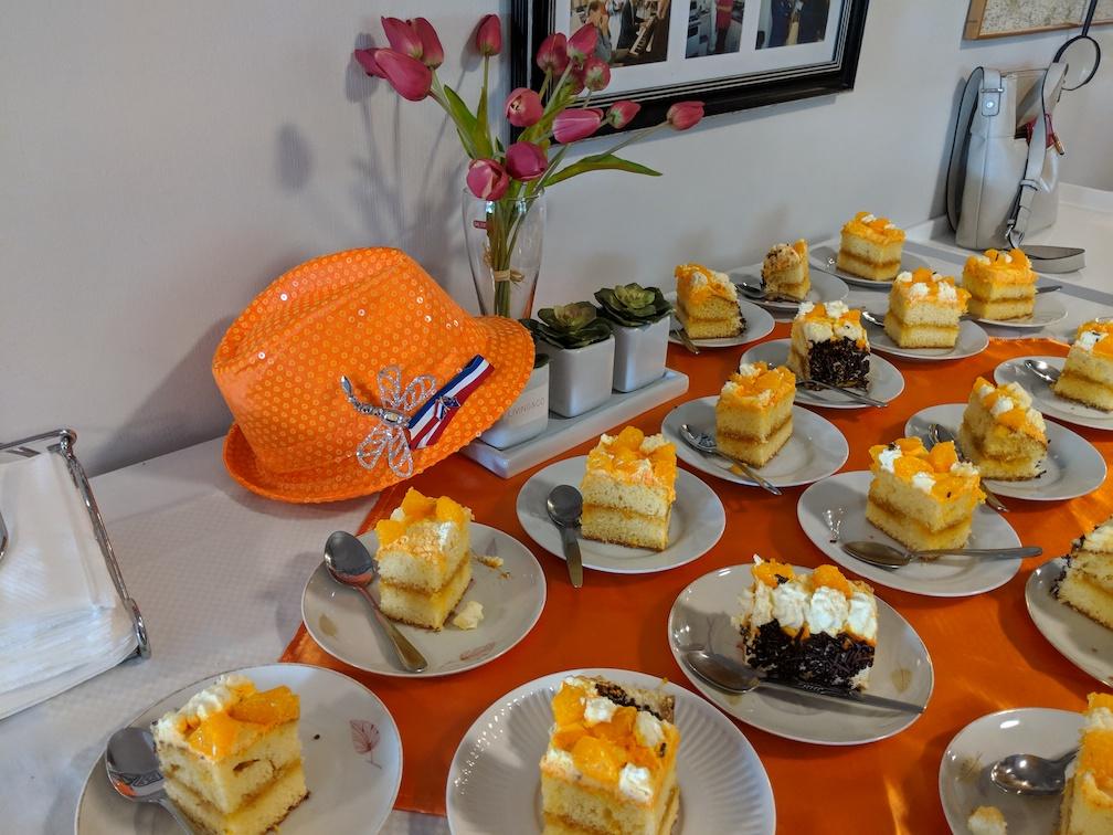 Oranje cake met hoedje.jpg