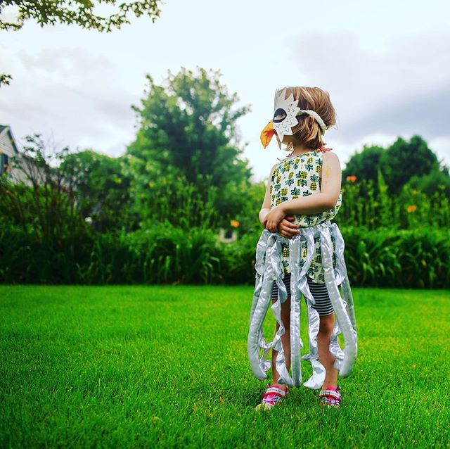 We decided to let B lean into her weirdness when @svheartphotography came over to do some family pics. I love that this girl is never afraid to do things her own way.