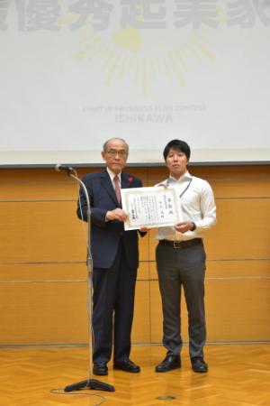 写真(左) 石川県知事