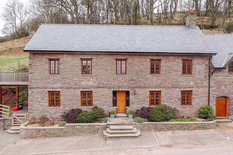 Penyrwrlodd_Meeting-House_holiday-accommodation.jpg