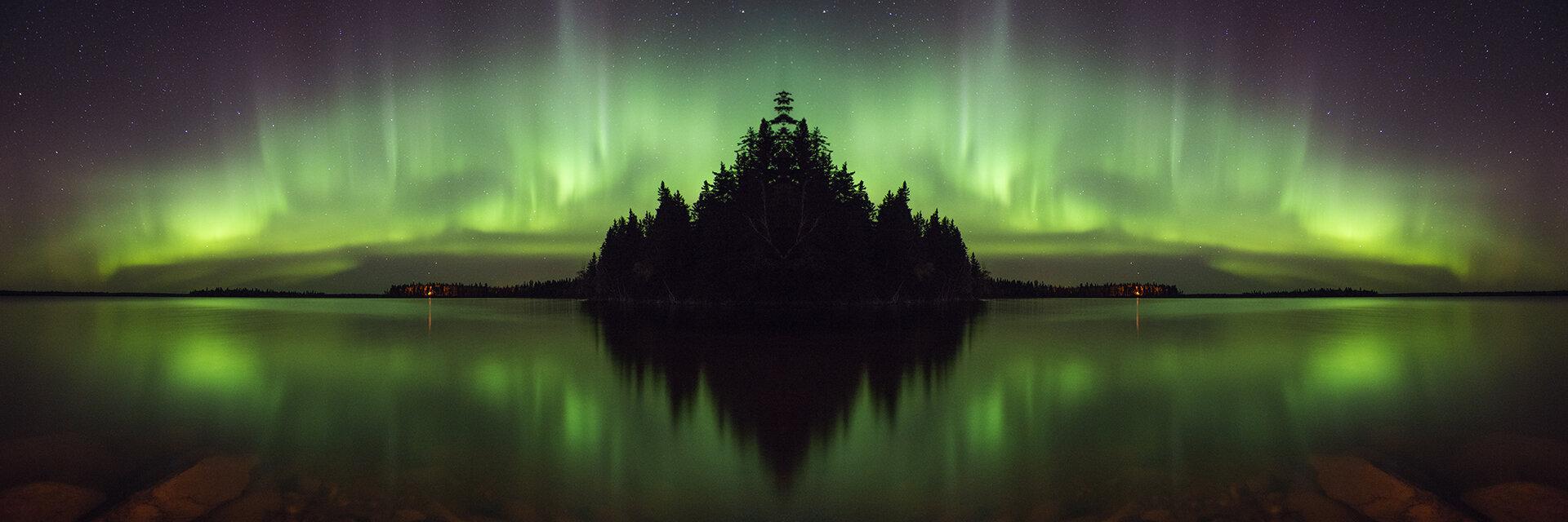 SK-Canada_DSC_8493AS_Aurora&Arcturus-Refelcted©JMacCausland_Zap.jpg