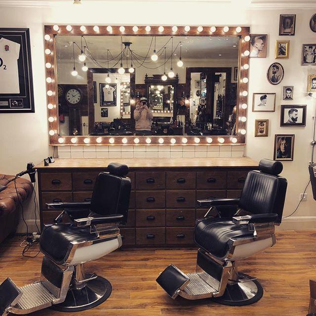 New year new mirror #barbershop #barber #barberlife #barberstyle #interiordesign #interiordecorating #mirror #hollywood #barbergang #barberlife
