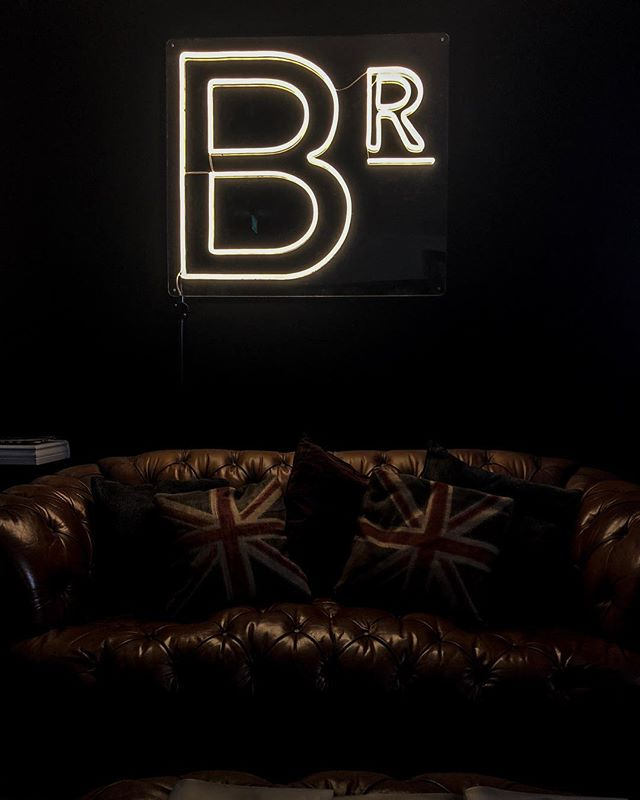The B Room. #customdesign #logo #sign #maker #barbershop #interiordesign #black #neon #barberlife #barberlove