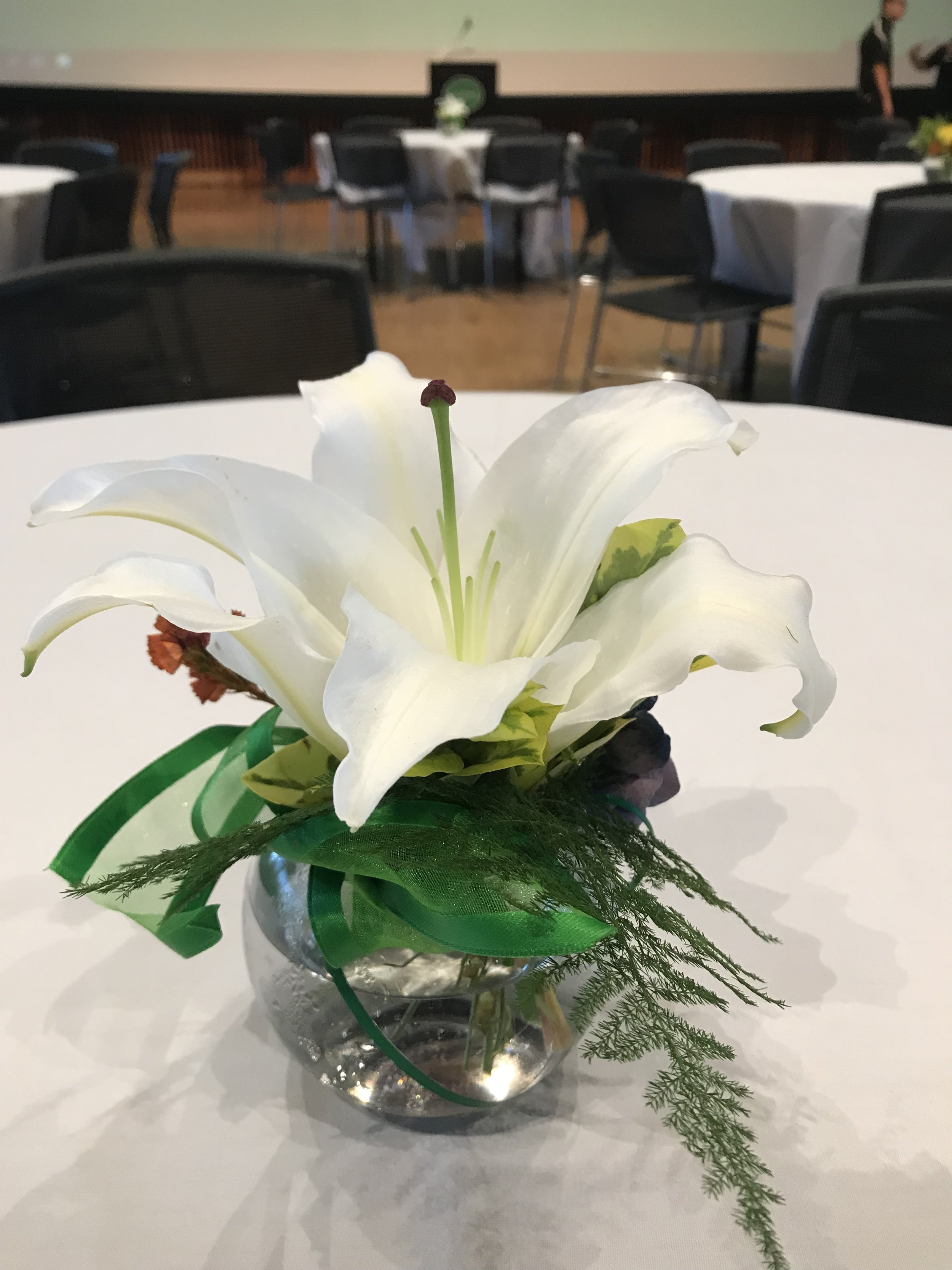 Small Centerpiece with Oriental Lily - FLO 007