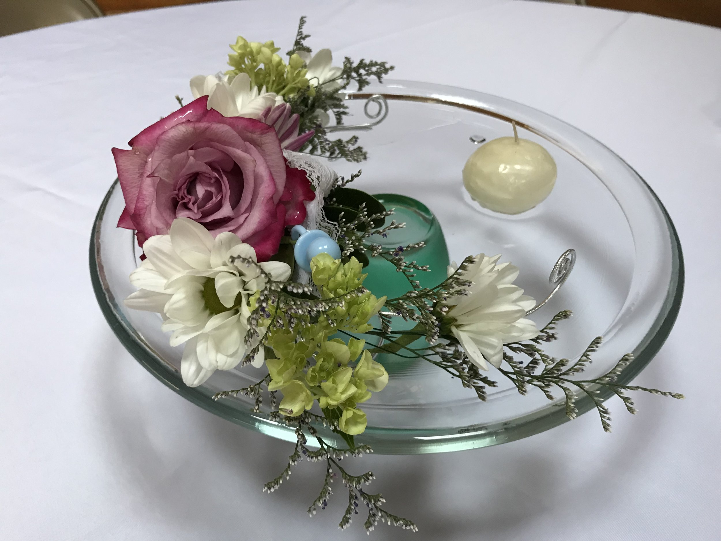 Centerpiece with rose garland in water - FLO 13