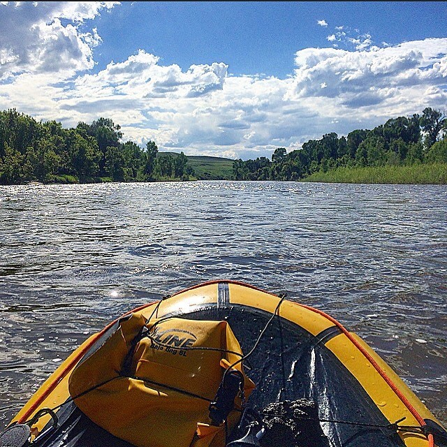 Launch your packraft at Yampa River State Park and float as far as you want!  #DoRealColorado . . 📷: @tannerholl85