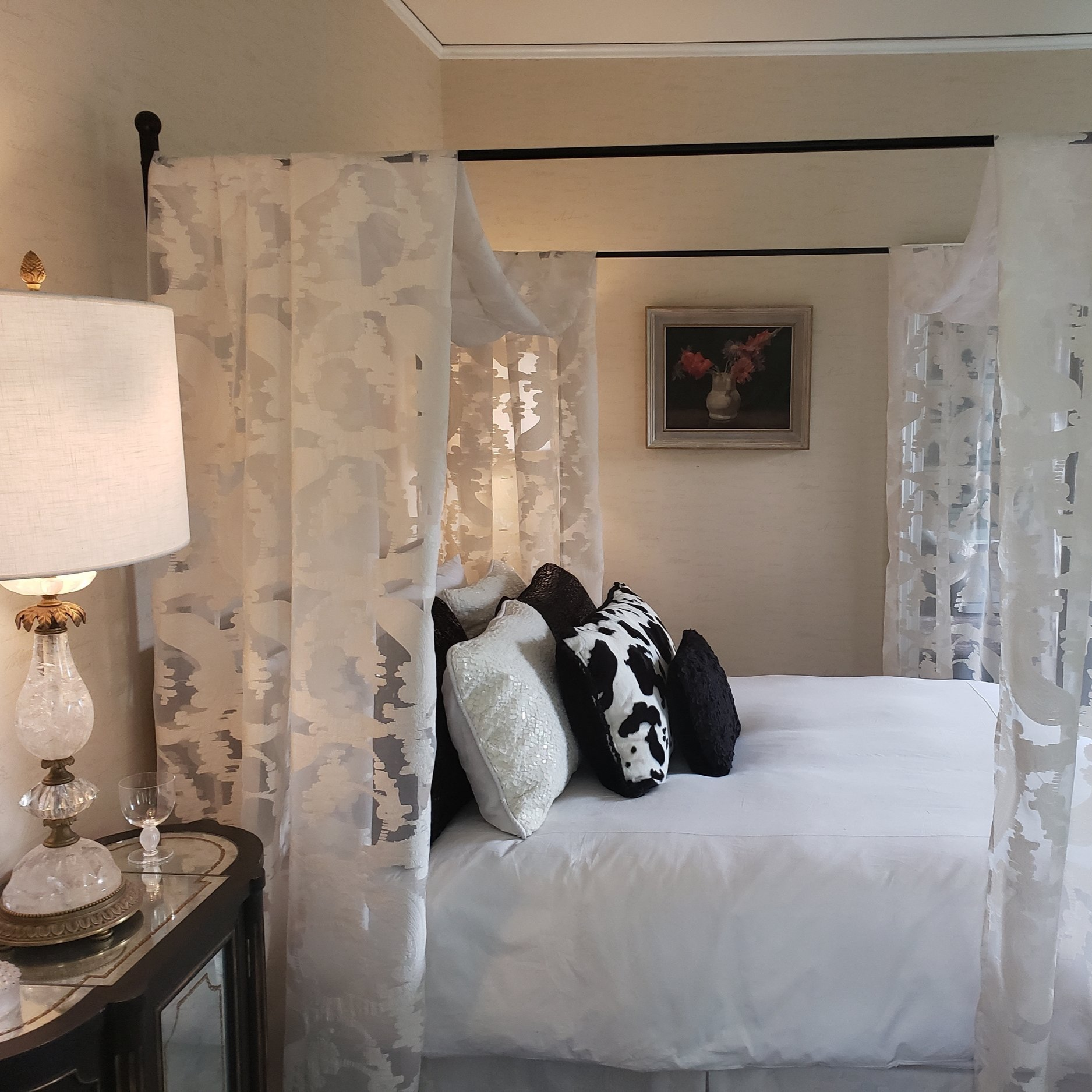 Deco-Lalique - Queen Canopy Bed • Fireplace • Large private bathroom with glass paneled shower & Kohler soaking tubLEARN MORE