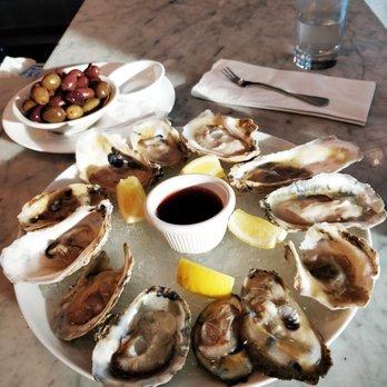 Tarallucci e Vino oyster plate.