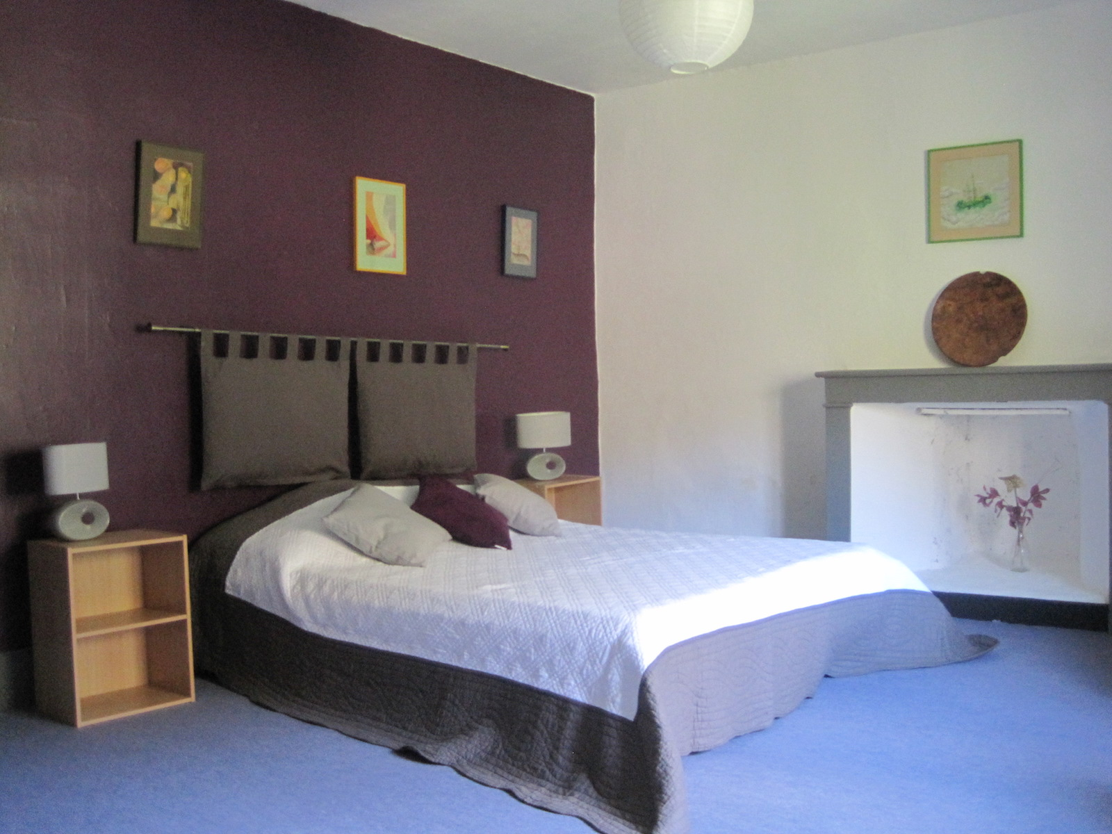 PACKAGE 1 - Single room with en suite bathroom.  Features: river & Garden views, seating area and desk. Full Size Bed
