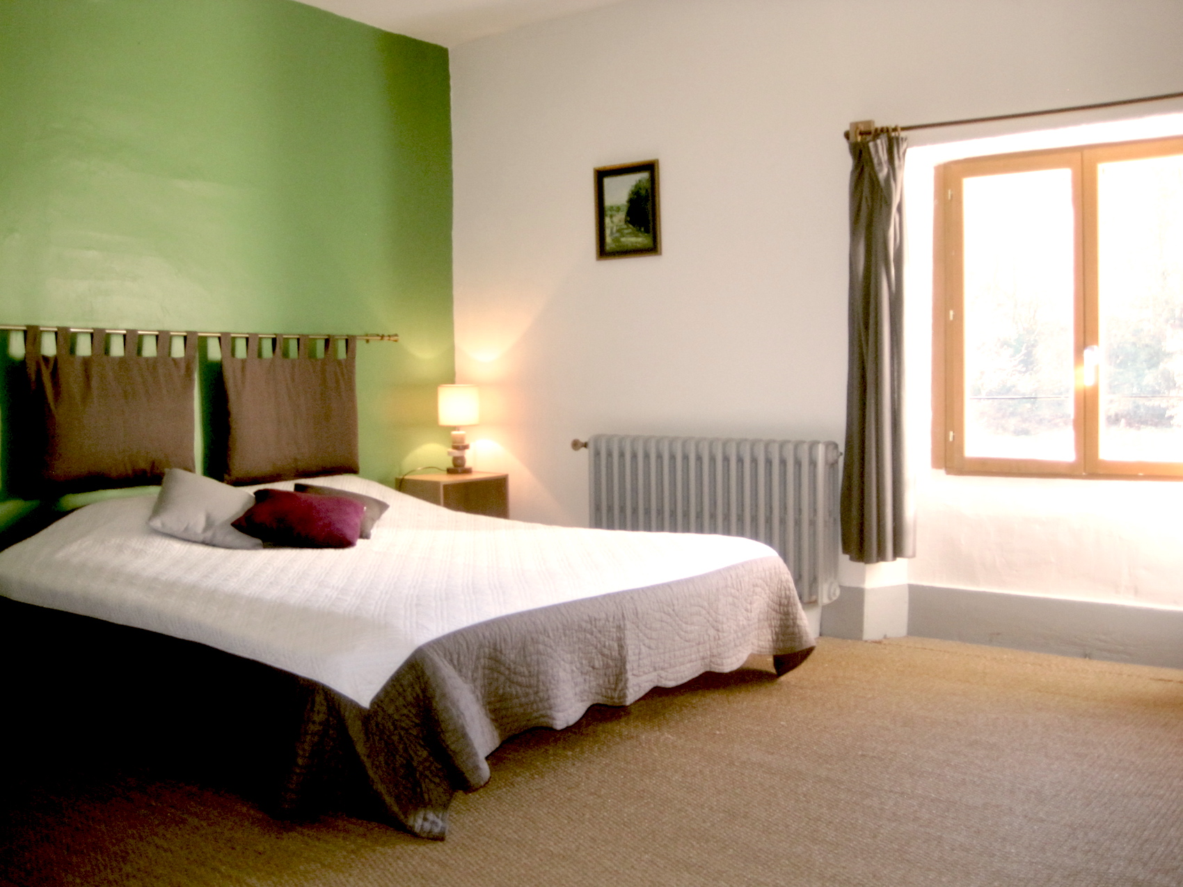 Package 2 - Shared room, 2 people, en suite bathroom, seating area, desk, river and garden views. Single or double bed. €660 (€330 per person, 3 nights, four days.) Reserve or inquire!