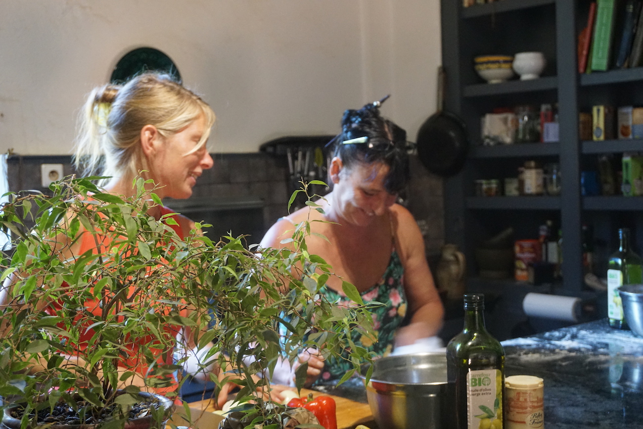 Paula and Letti cook for a summer retreat