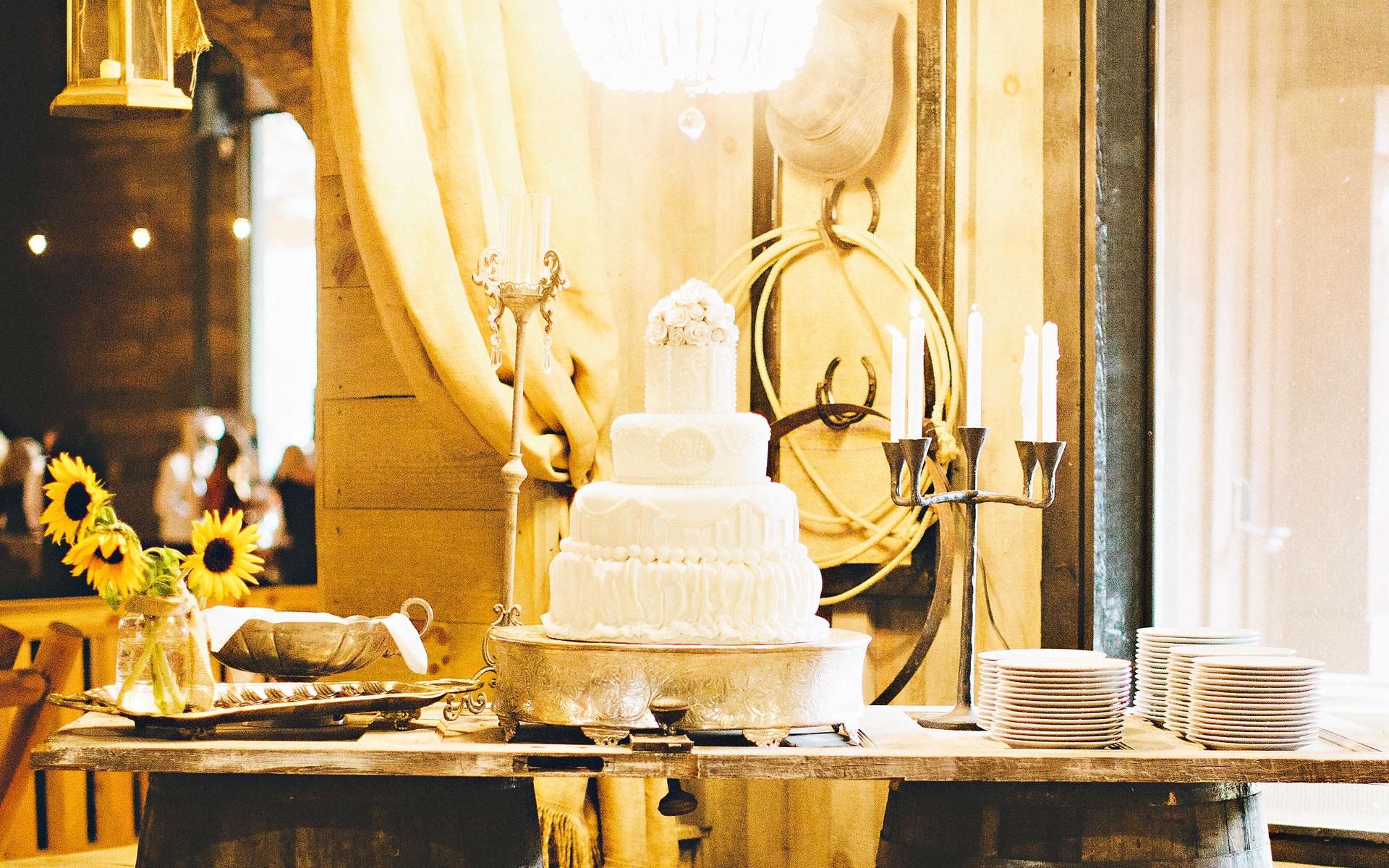 wedding-cake-display-ll-farm-events.jpg