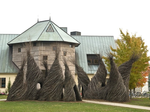 Patrick Dougherty,  So Inclined  (2007)