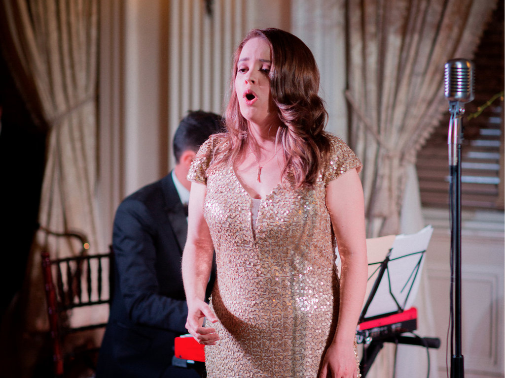 About - Find out about Nicole's experience as a singer and voice teacher.