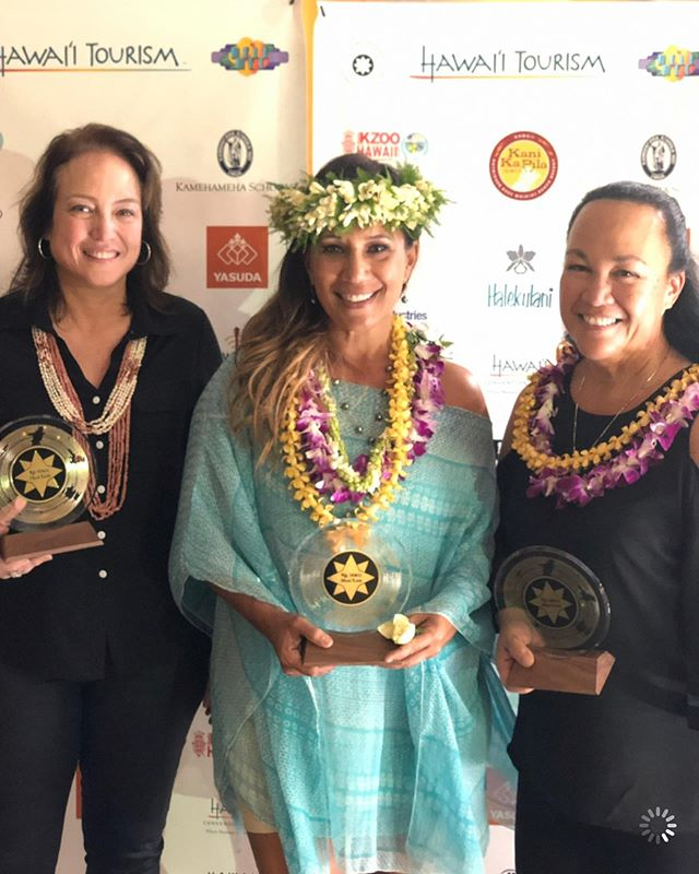 So much fun tonight!!! Thank you, thank you....we won our first @nahokuhanohanoawards 34 years ago and are just as honored to win the Contemporary Album of the Year tonight! Mahalo & congratulations to @mediamomhawaii, who was nominated for Best Graphics!