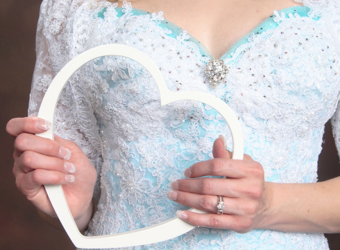 Azure Elizabeth holding a white heart