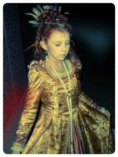 Azure Elizabeth's daughter wearing Queen Elizabeth's costume