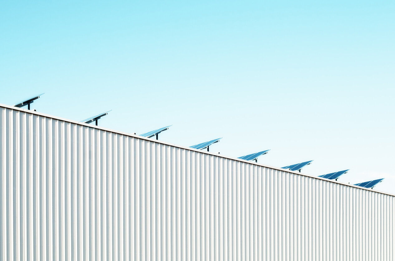 solar panels on rooftop pointed towards sky
