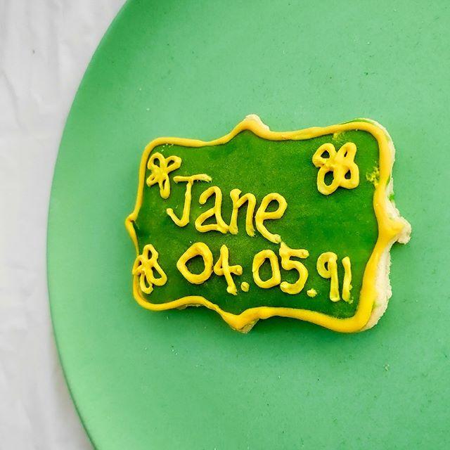 Birthdate cookies with birthdate⠀ ⠀ .⠀ .⠀ .⠀ .⠀ .⠀ #cookie  #cookiesofinstagram #sweettreats #instagood ⠀ #customcookies #eat #tasty #desserts #baking ⠀  #cookies #cookies🍪 #cookiesofinstagram❤️ #cookieart #photogram 🍴  #foodofinstagram #foodie #toptags #instafood  #toptags #cookietrends #cookiedecorating #namimgceremony #sweettreats  #birthday #biscuits