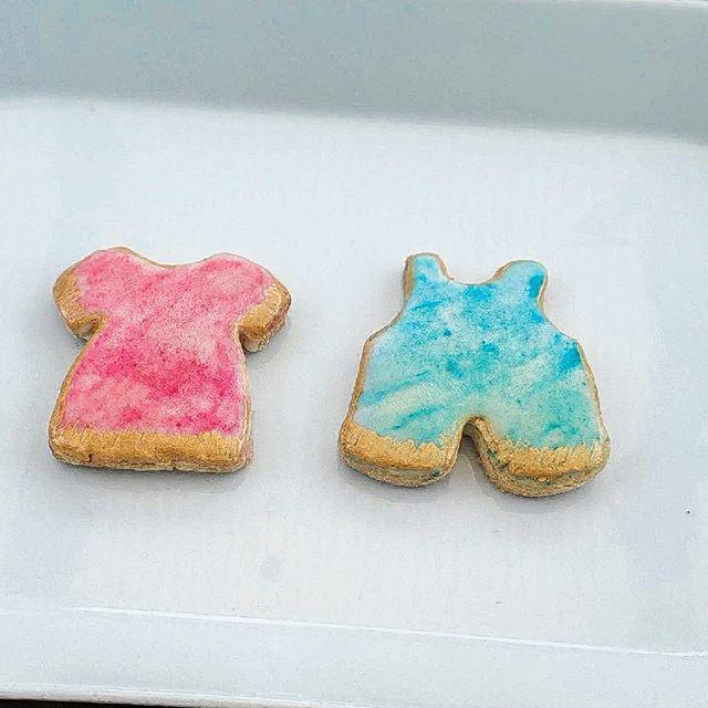 This adorable watercolour baby cookies are great for a gender reveal.  #cookie  #cookiesofinstagram #sweettreats #instagood  #customcookies #eat #tasty #desserts #baking  #cookies #cookies🍪 #cookiesofinstagram❤️ #cookieart  #photogram 🍴  #foodofinstagram #foodie #toptags #instafood  #toptags #cookietrends #cookiedecorating #namimgceremony #sweettreats  #biscuits #babyshower #babyshower #baby #babyboy