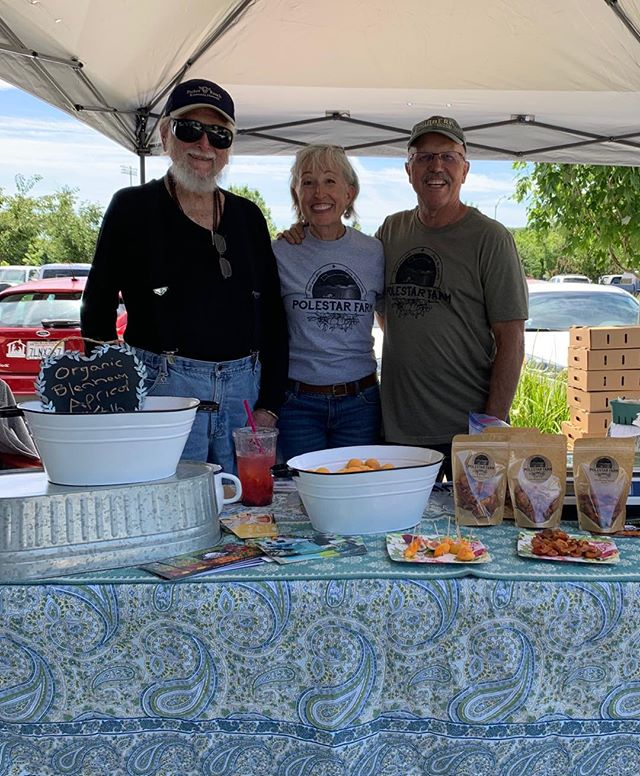 Hanging out wit Thomas at Natomas Farmer's Market last Saturday. We are at the end of our picking season, tomorrow is probably the last day. We are drying apricots this year, and boy are the sweet. No additives, just sunshine and Mother Earth!