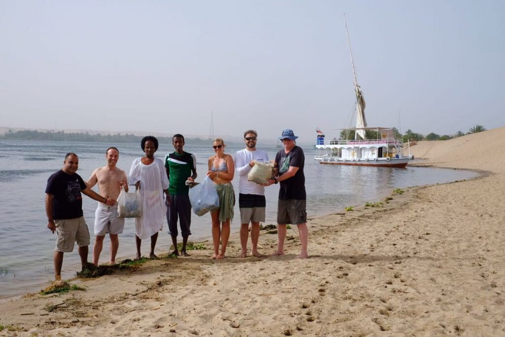In just a few minutes, my tour group and our fab felucca crew picked up 10kg of plastic rubbish from a Nile beach © Sarah Reid