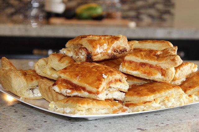 Delicious 3 Cheese Khachapuri platters 🍽 • • • Email us for catering! 🐭  #spudnikslc #georgianfood #khachapuri #saltlakecity #utah #catering