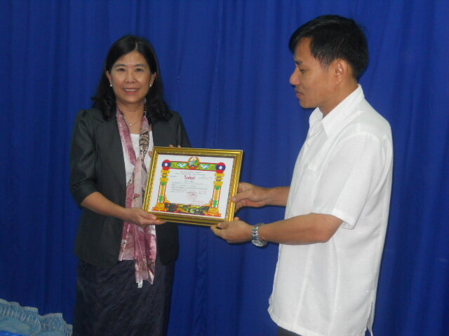 Chantharavady received the commendation from the Governor ofBorikhamxay Province, June 2013.JPG
