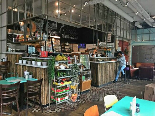 Strijp-S - Strijp-S is het nieuwe creatieve en culturele hart van Eindhoven en is een voormalig bedrijventerrein dat heeft toebehoord aan het bedrijf Philips. De naastgelegen Urban Shopper is een winkelcentrum van kleinschalige initiatieven op het gebied van fashion, (eco) design, re-used, vintage, interior en (urban)art.Zitplaatsen: Binnen 90. Buiten 90Torenallee 60/08 5617 BD Eindhoven 040 303 0398