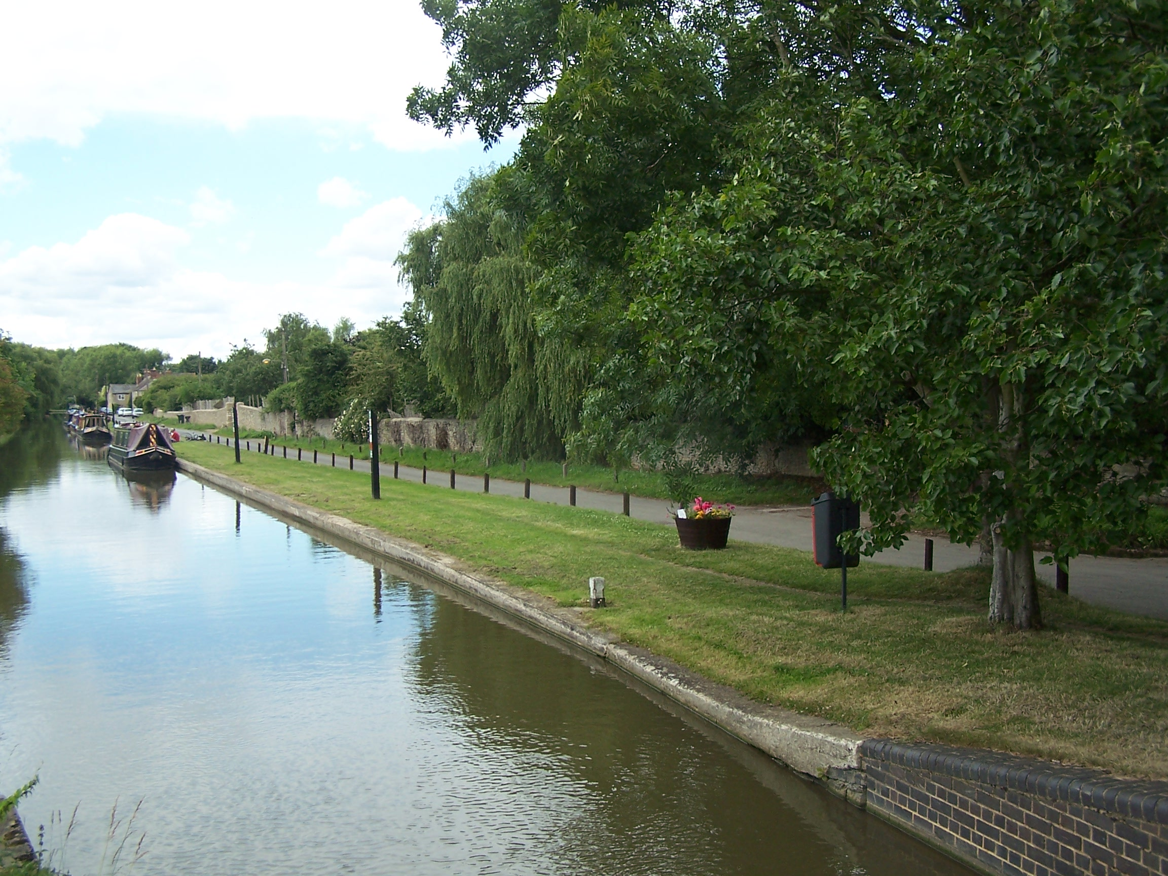 Barge on canal.jpg