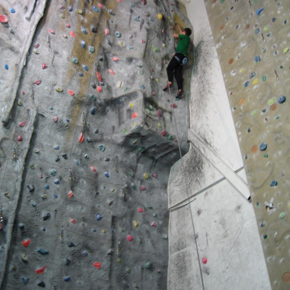 - Priser forutsatt Sit-medlemskap1 dag - 25kr1 år - 300krTips: Må har brattkort for å klatre på DragWall, kan leie nødvendig utstyr,Nettsted: her