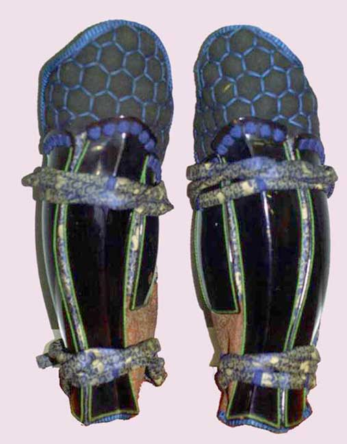 Suneate  of broad splints and brigandine  tateage . Edo period.