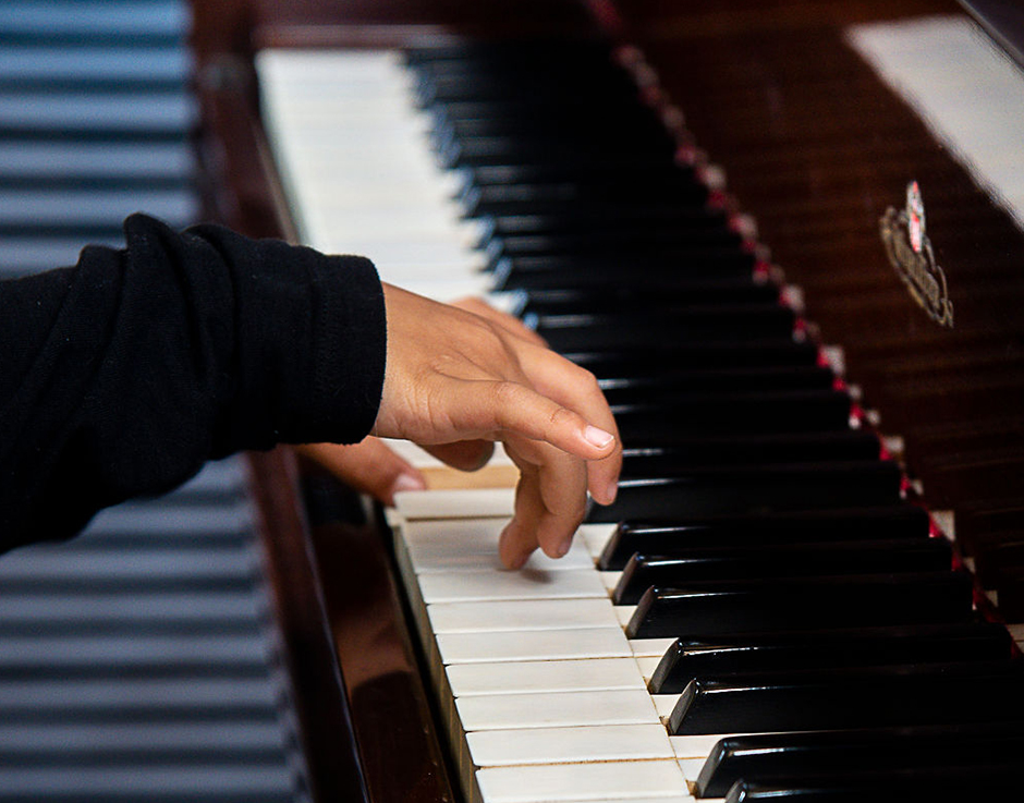 WHY CHOOSE PIANO LESSONS WITH KEYS TO PRAISE - Discover the life long benefits piano lessons can offer your child.