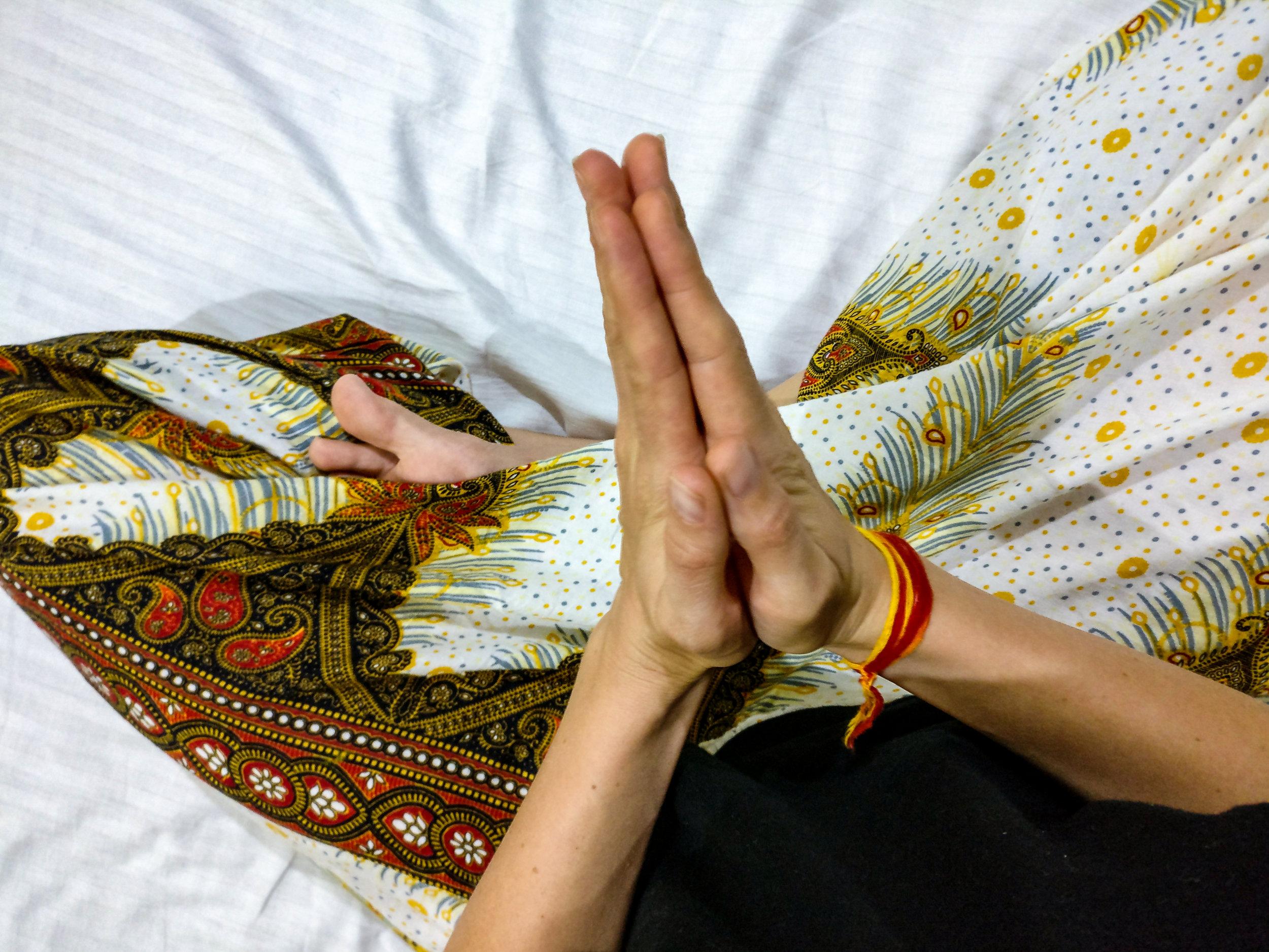 Yoga für Dich - nach persönlicher VereinbarungWer auf persönliche und individuelle Betreuung wert legt oder einmal ganz gezielt auf die eigenen Bedürfnisse eingehen will vereinbart am Besten einen Termin für eine private Stunde mit mir. Nach einem kurzen Erstgespräch gehe ich ganz auf deine persönlichen Wünsche ein.