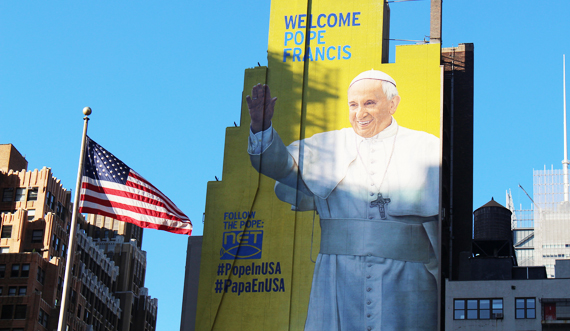A giant mural in Manhattan (New York) welcoming Pope Francis to the USA/Ricky H. (Flickr)