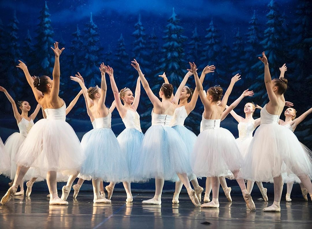 Snow corps de ballet romantic tutus  Photo: Troy Wayrynen (with courtesy of Columbia Dance, Vancouver, WA)