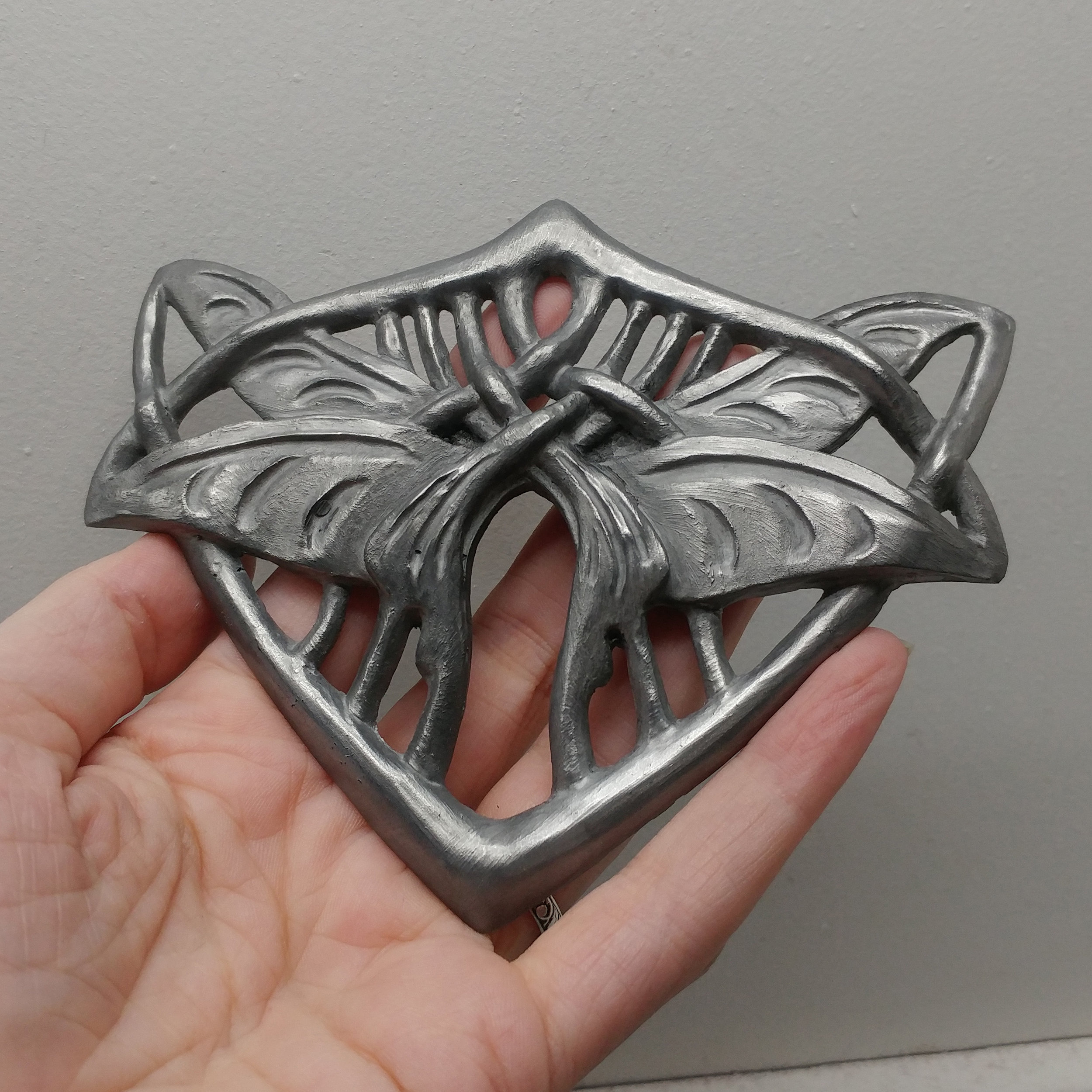 The finished buckle made with resin