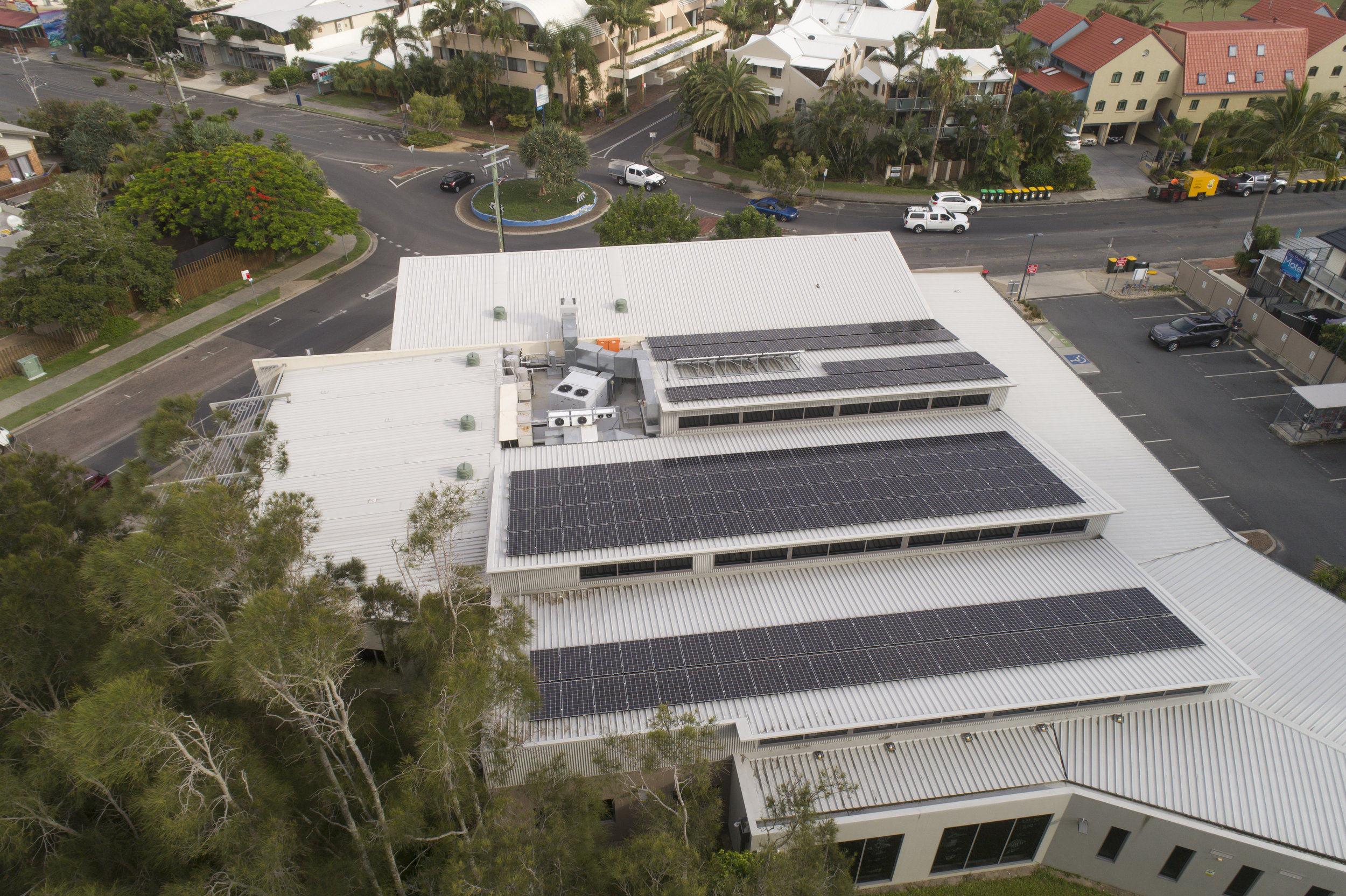 Commercial installation in Byron Bay using LG320W modules