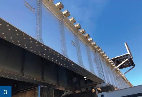 """Overview of the shiny silver finish of the """"Silverlink"""" bridge."""