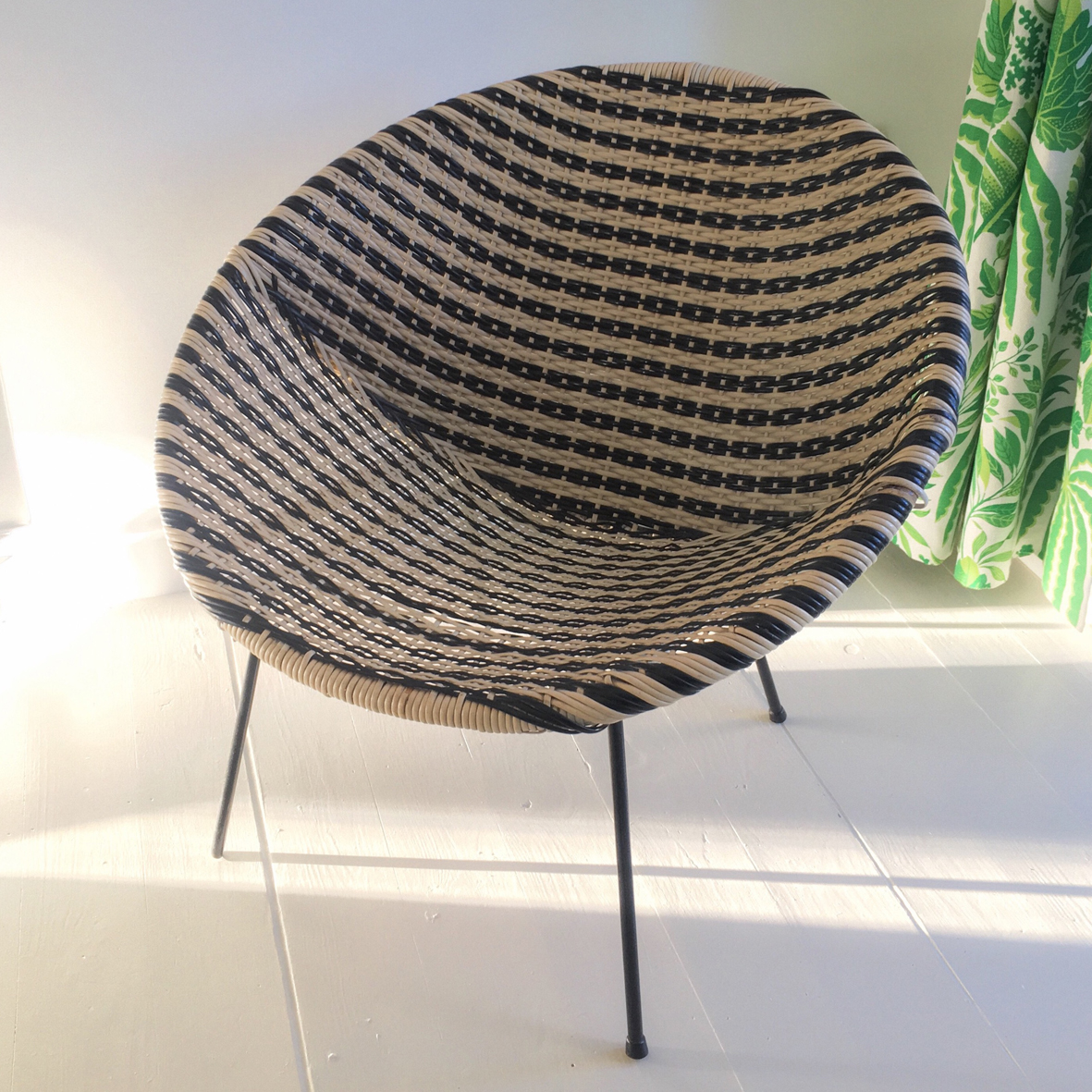 I walked all the way home with said basket chair on my back like a proud little turtle -