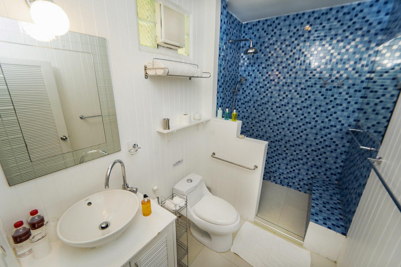 5.6 Bathroom2.jpg