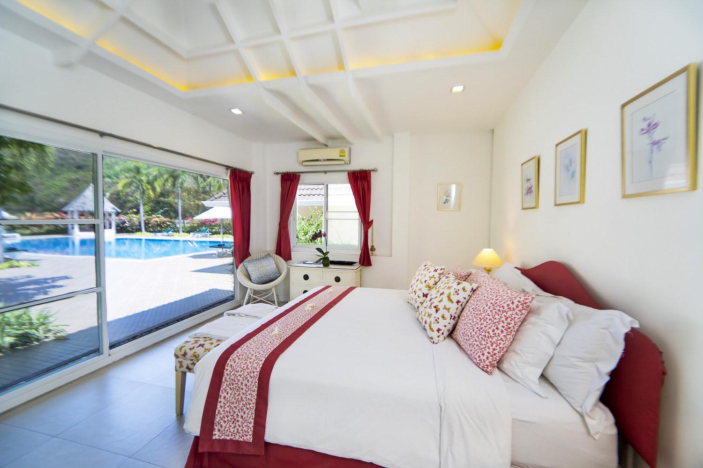5.8 Bedroom3 in Family Suite.jpg
