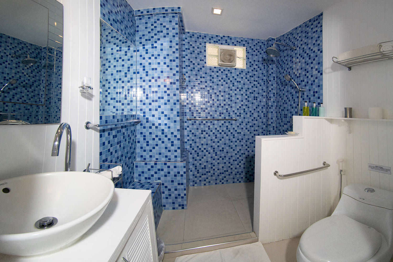 5.9 Bathroom3.jpg