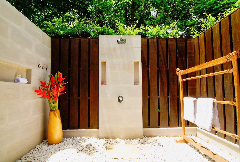 7.3 Bathroom 7 (Family Suite)-2.jpg